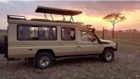 4*4 pop up roof safari landcruiser